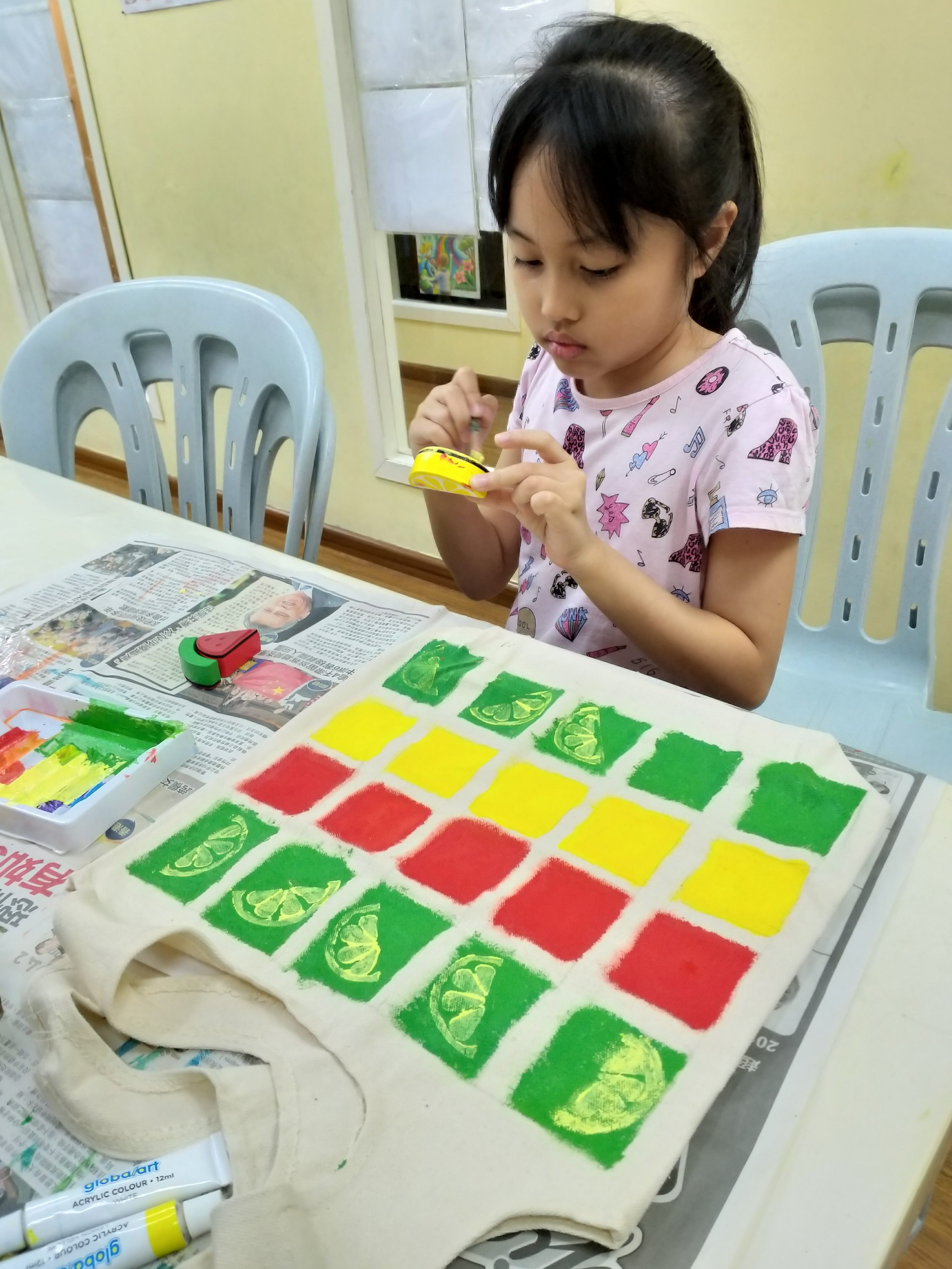 Deco Art Workshop….Student painting and designing the Tote Bag…